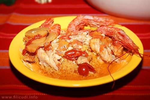 Piatto di couscous di pesce preparato alla maniera di Filicudi